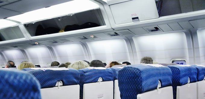 Photo airplaneOverheadCompartment