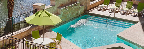 Hotel outdoor pool  Niagara Falls, ON Hotel Options With Outdoor Pool
