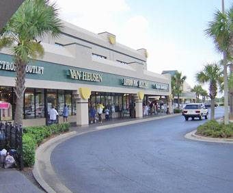 Directory of outlet malls nearby Kissimmee,FL. Top Kissimmee outlet malls. In the following section you will find all nearby outlet malls. To view more information about hours, locations and store directory, please click on the outlet name. Kissimmee outlet malls and factory stores.