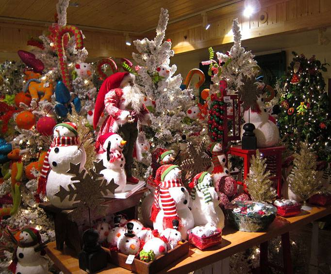 Christmas and Candle Shop near Pigeon Forge, TN