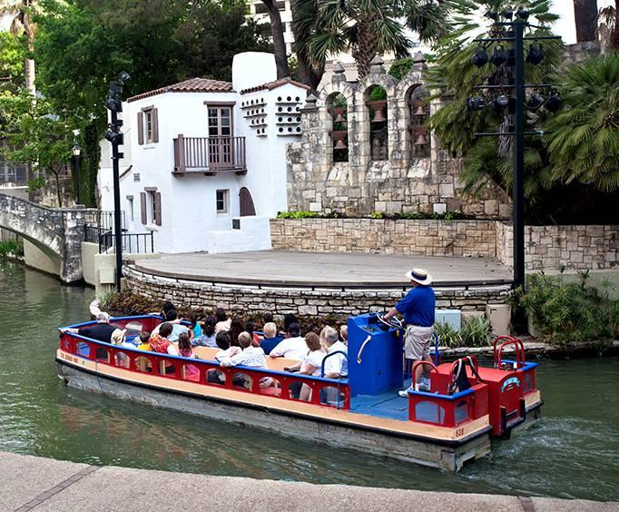 Riverwalk River Cruise In San Antonio Tx