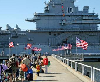 USS Yorktown at Patriots Point Naval & Maritime Museum in ...