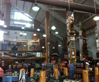 Smoky Mountain Knife Works Showroom & National Knife Museum in Sevierville, TN