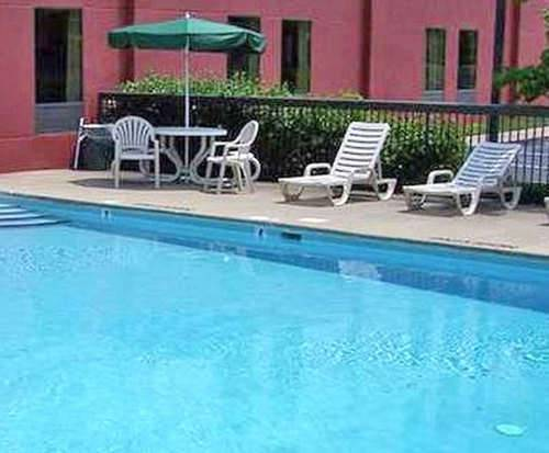 Outdoor Pool at Hampton Inn Nashville/Goodlettsville