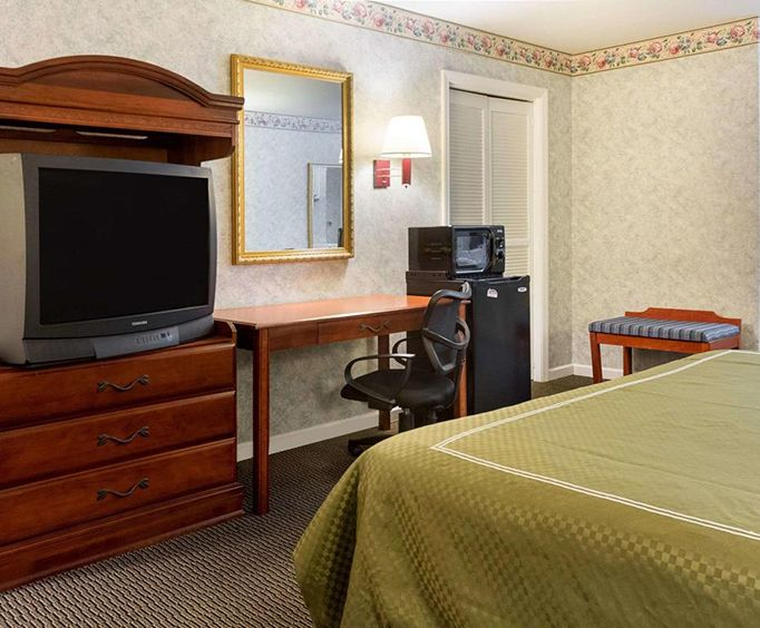 Rodeway Inn  Suites Williamsburg Room Photos