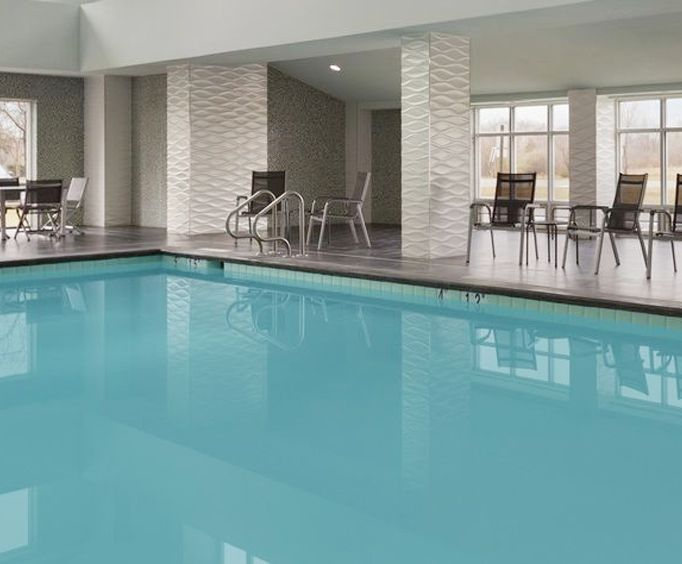 Holiday Inn and Suites Williamsburg Colonial Resort Indoor Pool