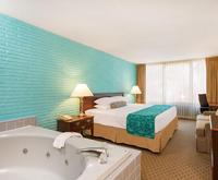 Howard Johnson by Wyndham Williamsburg Indoor Swimming Pool