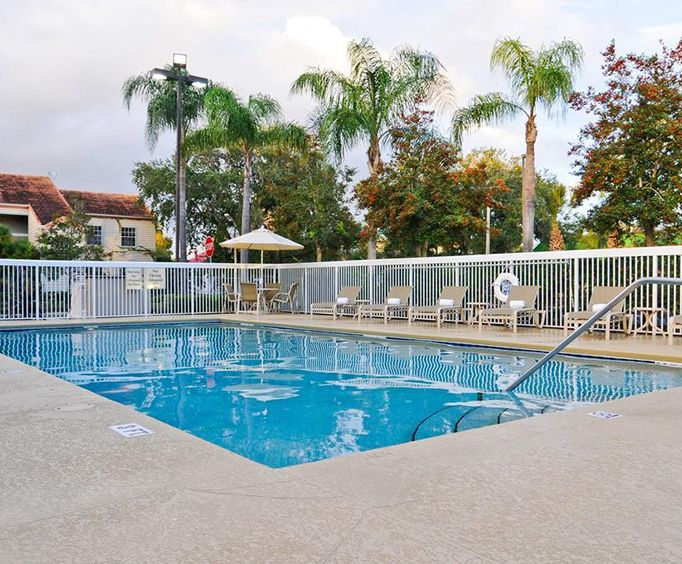 Outdoor Swimming Pool of Best Western Plus Orlando Convention Center