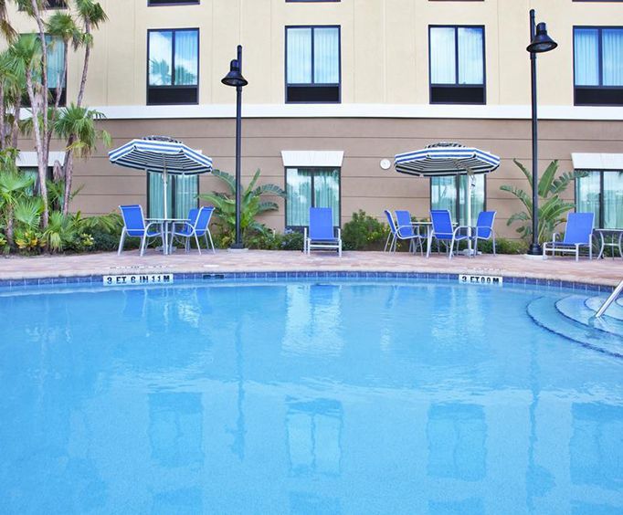 Outdoor Swimming Pool of Holiday Inn Express  Suites International Drive