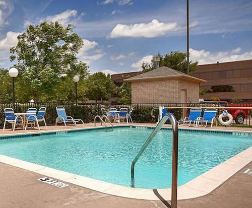 Outdoor Swimming Pool of Best Western Northwest Inn