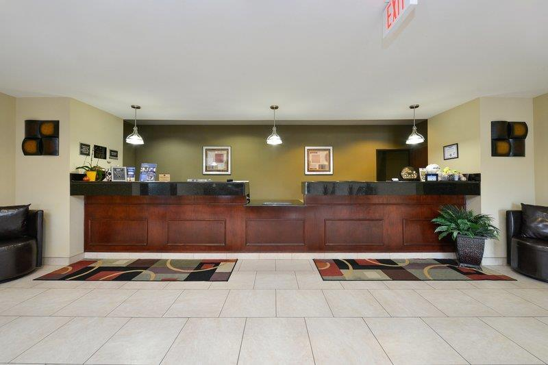 BEST WESTERN PLUS Burleson Inn & Suites Front Desk