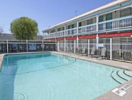 Outdoor Swimming Pool of Travelodge North Richland Hills/Dallas/Fort Worth