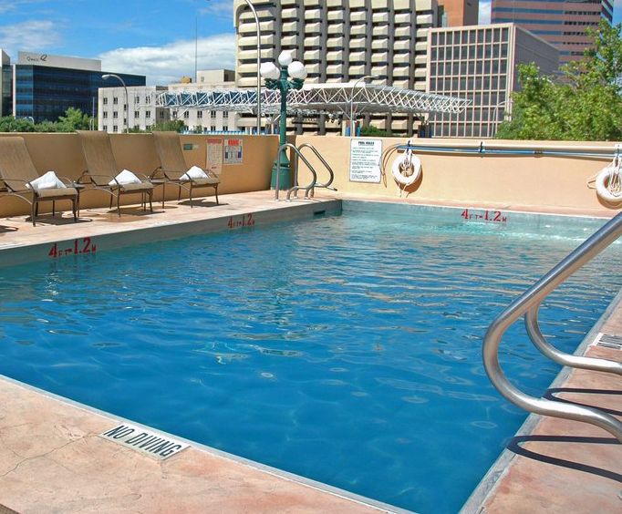 Outdoor Pool at Doubletree Hotel Albuquerque