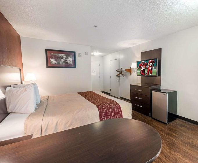 Room Photo for Red Roof Inn  Suites Savannah Airport
