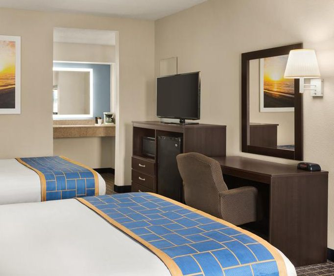 Photo of Days Inn and Suites Savannah Midtown - Savannah GA Room