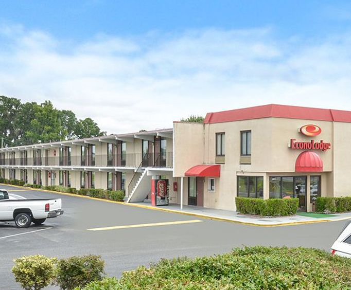 Exterior of Econo Lodge Midtown