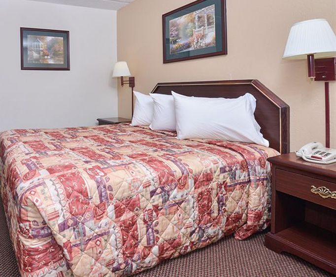 Photo of Econo Lodge Midtown Room