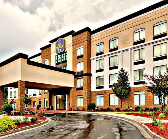 Exterior View of Best Western Plus North Savannah