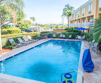 Outdoor Swimming Pool of Quality Inn Miami Airport FL