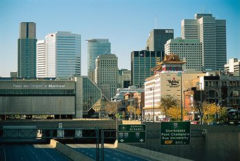 Exterior View of Holiday Inn Select Montréal Centre-Ville