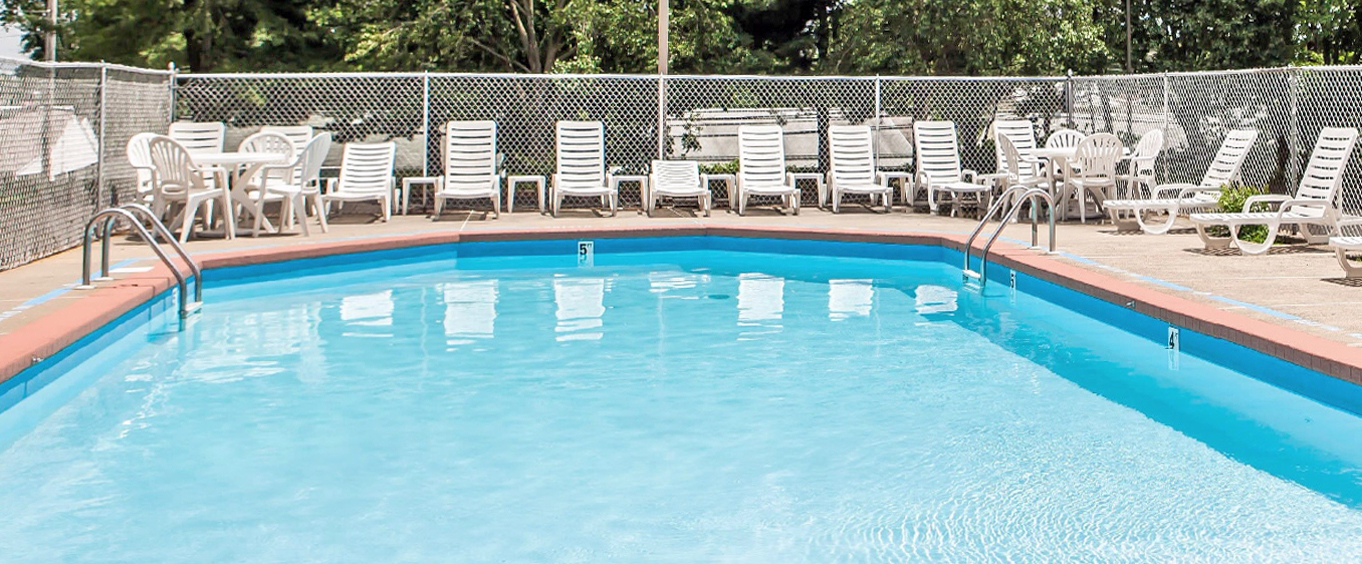 Outdoor Swimming Pool of Comfort Inn Trevose, PA