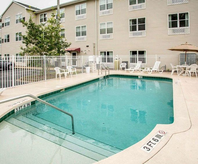 Outdoor Swimming Pool of Comfort Inn  Suites Saint Augustine