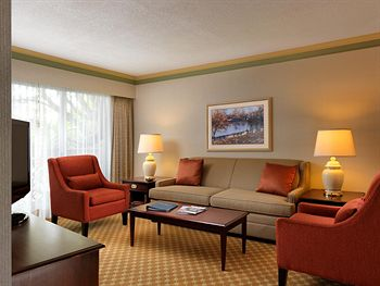 Royal Scot Hotel & Suites Room Photos