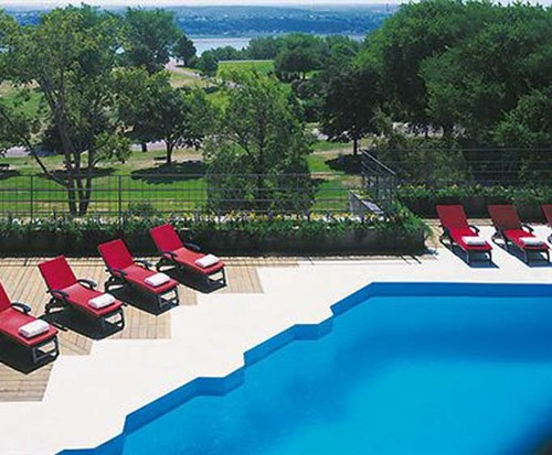 Outdoor Swimming Pool of Loews Le Concorde Hotel Quebec