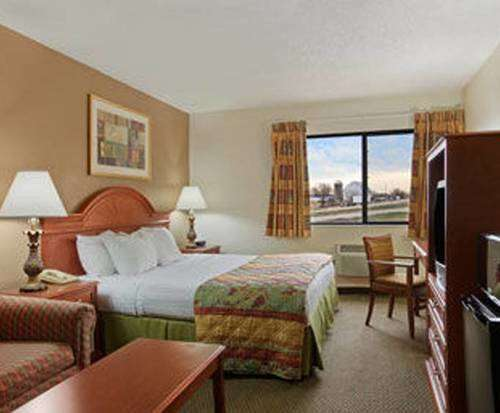 Photo of Days Inn Portage WI Room