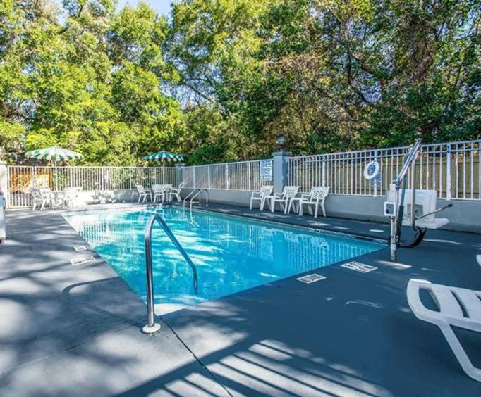 Outdoor Swimming Pool of Comfort Inn  Suites Panama City - Highway 98