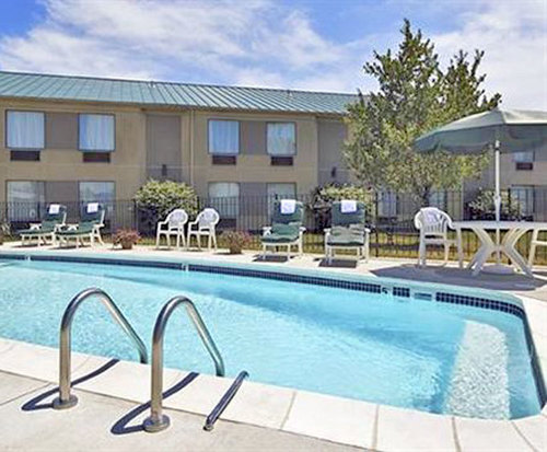 Outdoor Swimming Pool of Sleep Inn And Suites Airport