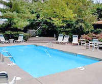 Outdoor Swimming Pool of Comfort Inn South