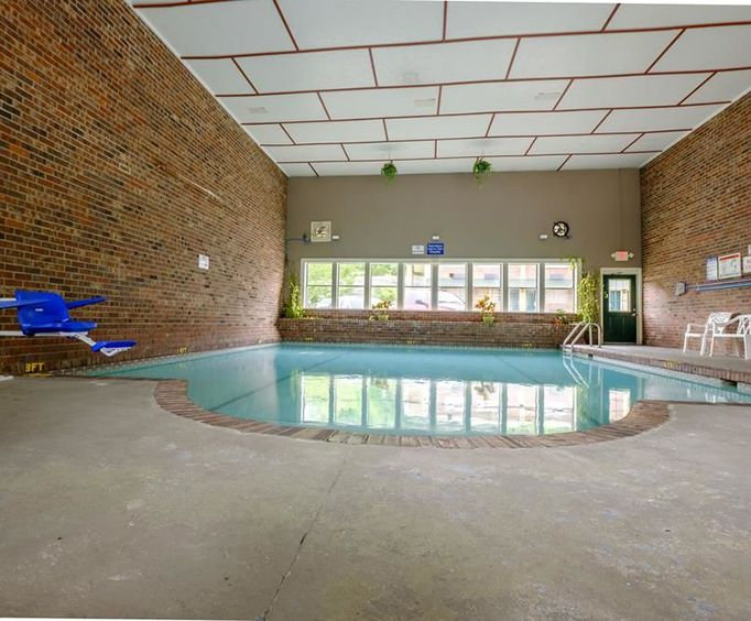 Red Roof Inn Chattanooga - Lookout Mountain Indoor Pool