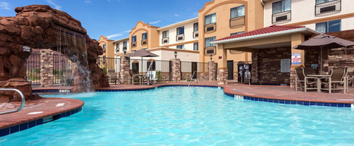 Outdoor Swimming Pool of Holiday Inn Express & Suites Moab