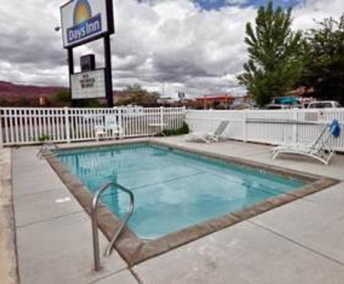 Outdoor Swimming Pool of Days Inn Moab
