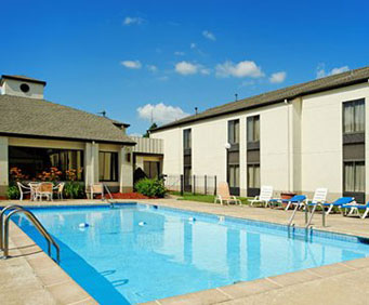 Outdoor Pool at Comfort Inn Springfield