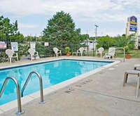 Outdoor Swimming Pool of Best Western Country Inn - North