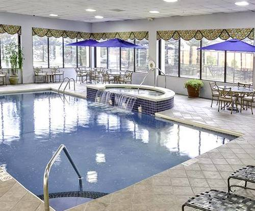 Hampton Inn Airport/ Galleria Mall Indoor Pool