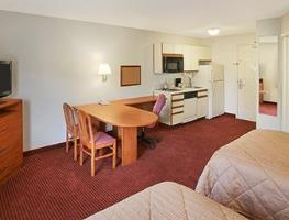 Room Photo for Days Inn & Suites Green Bay Wi.