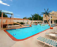 Outdoor Swimming Pool of Comfort Suites Ocean City