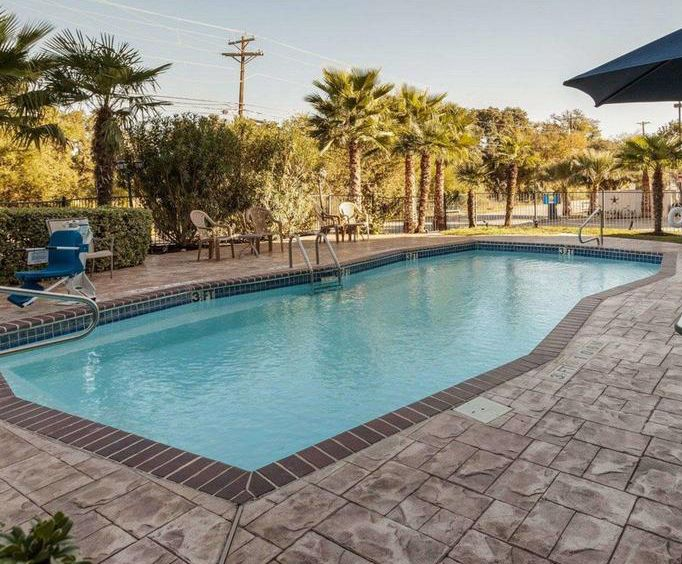 Outdoor Swimming Pool of Comfort Inn  Suites Texas Hill Country-Boerne