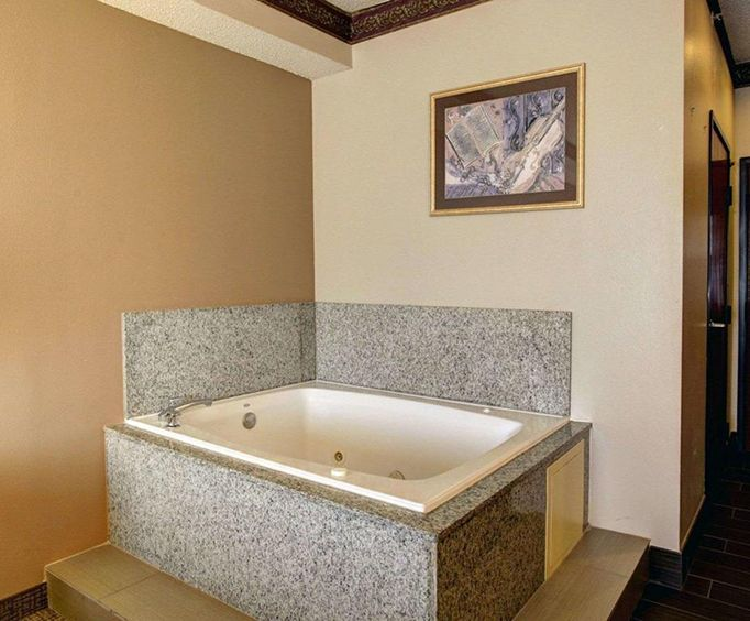 Comfort Inn  Suites Seguin Jacuzzi Room Photo