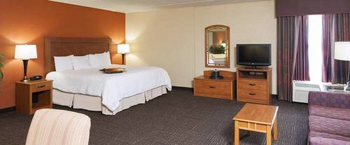 Photo of Hampton Inn Muskegon Room