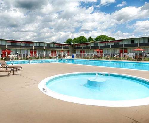 Outdoor Pool at Best Western Lehigh Valley Hotel & Conference Center