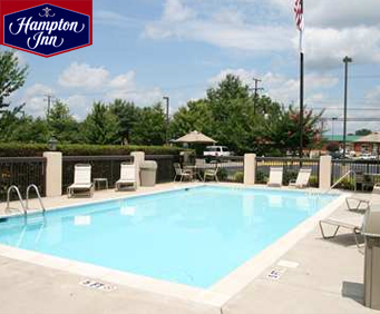 Outdoor Swimming Pool of Hampton Inn Richmond - North/Ashland