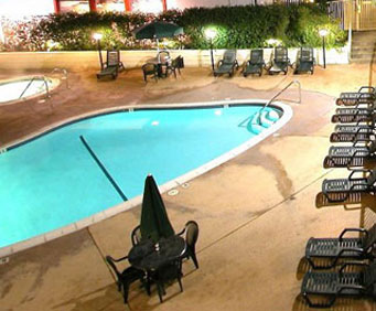 Outdoor Swimming Pool of Vagabond Inn Executive Old Town