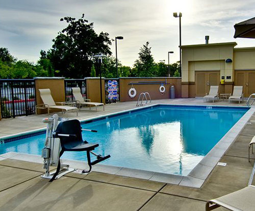 Outdoor Swimming Pool of Hampton Inn & Suites West Sacramento
