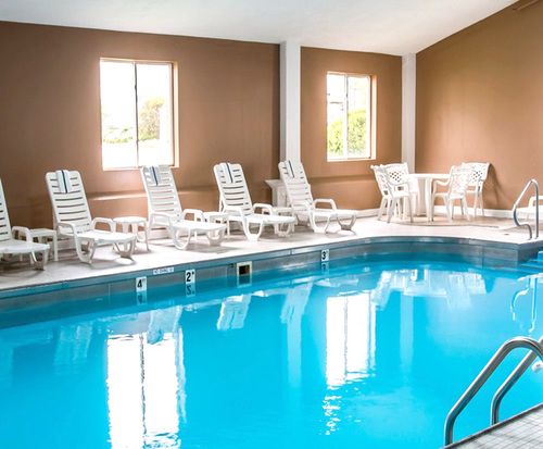 Quality Inn Indoor Swimming Pool