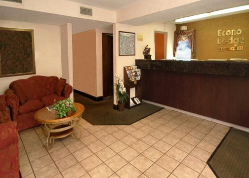 Econo Lodge Front Desk