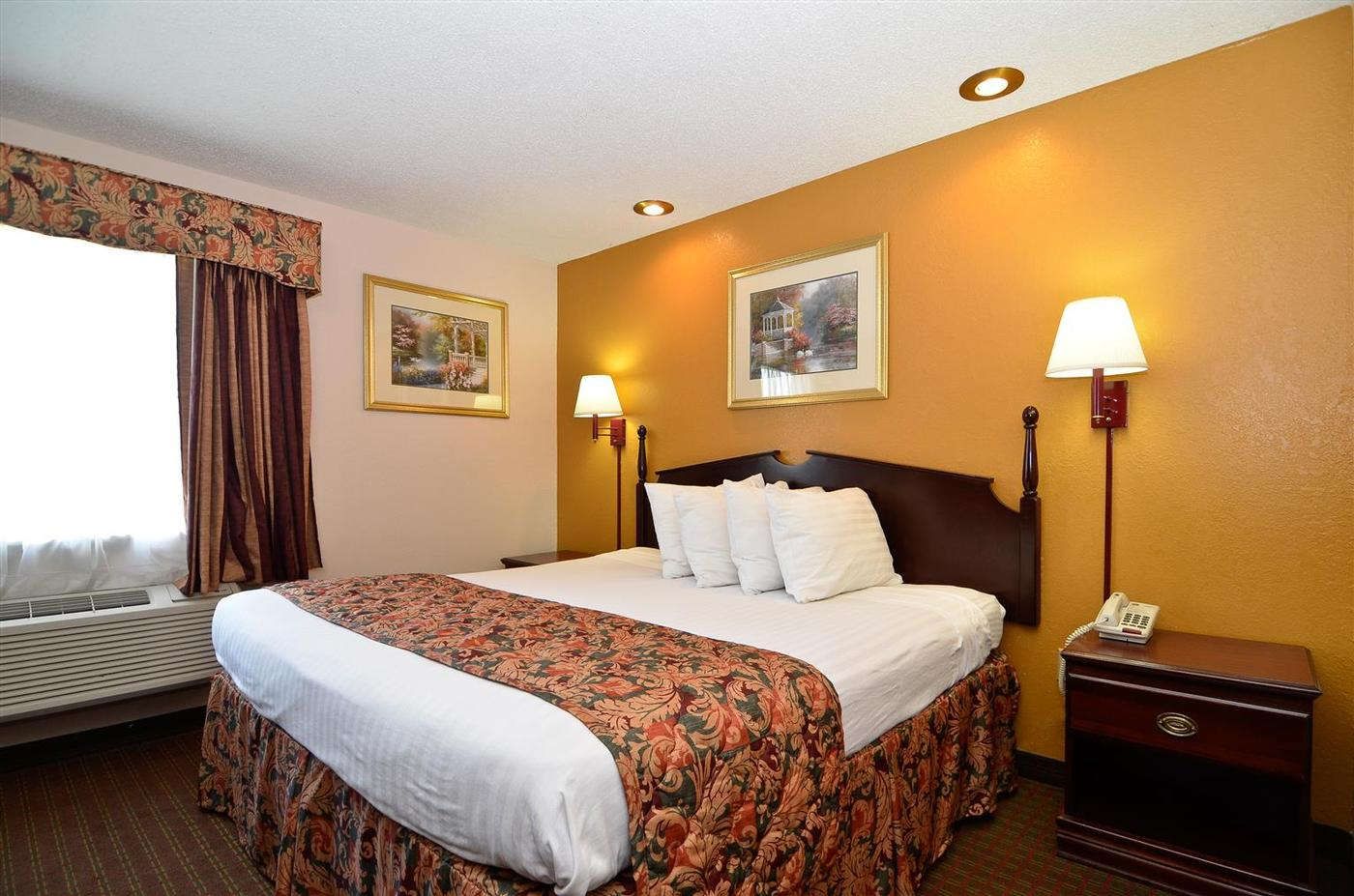 Photo of BEST WESTERN Richland Inn & Suites Room